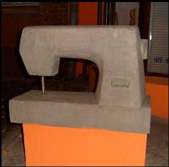 Памятники деталям и механизмам