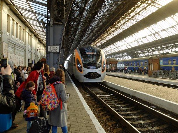 """""""Укрзализныцей"""" в Европу: куда и за сколько можно поехать поездом"""