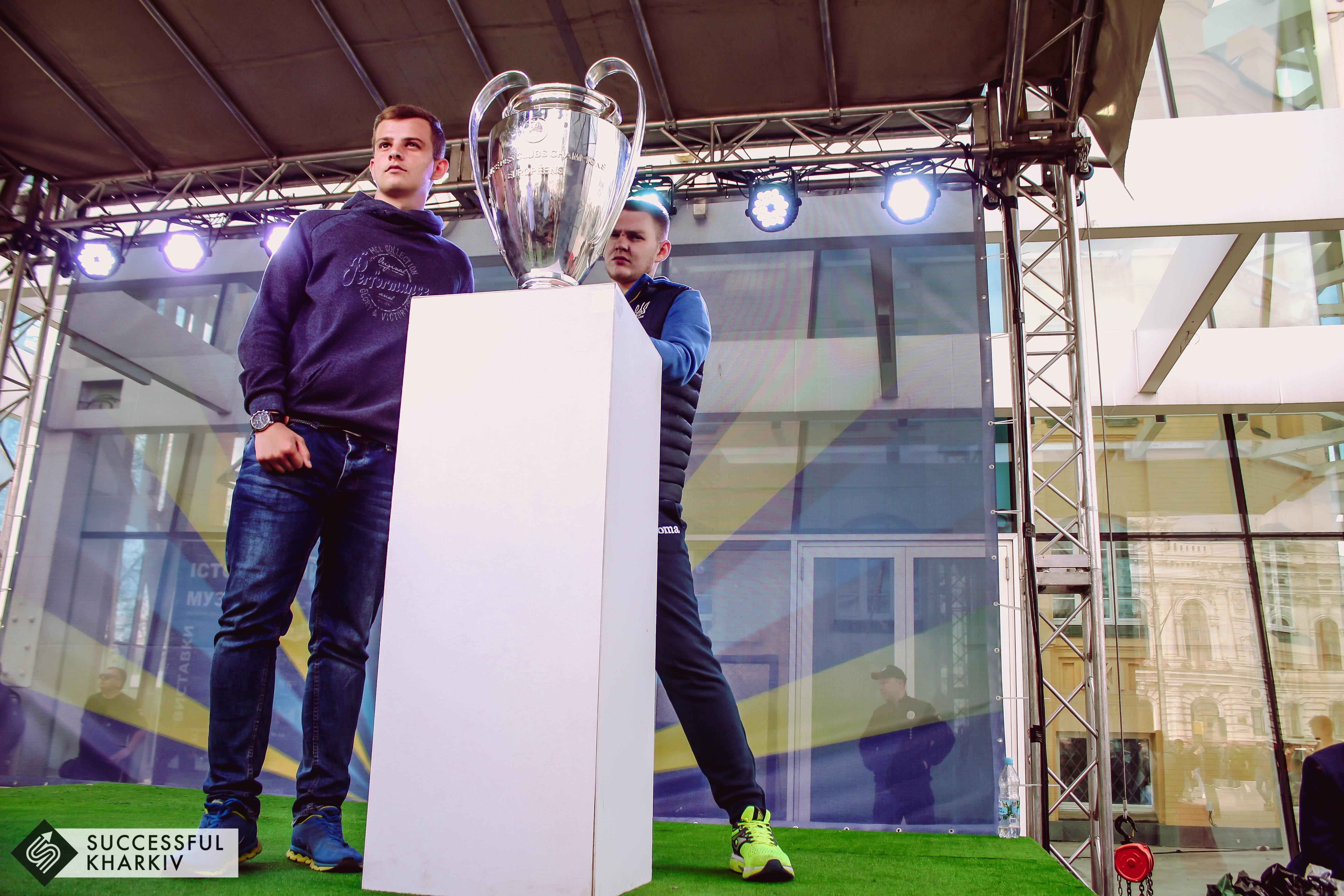 Кубки Лиги чемпионов прибыли в Харьков