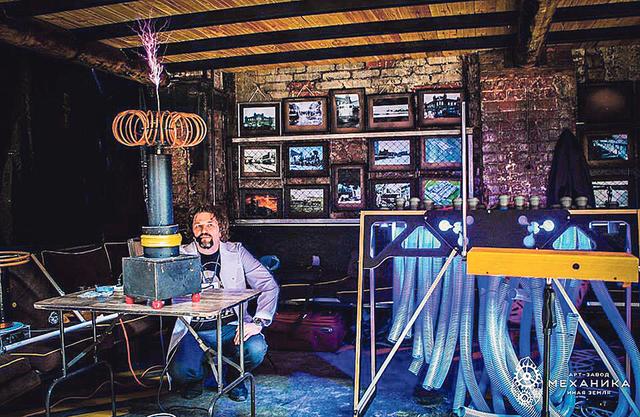 Тесла из Харькова создает уникальные музыкальные инструменты: видео