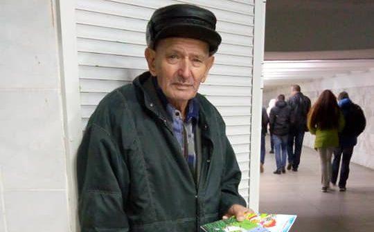 90-летний автор сказок, прославившийся в соцсетях, продал все свои книги