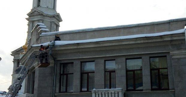 Харьковчан просят быть внимательными и остерегаться падения сосулек