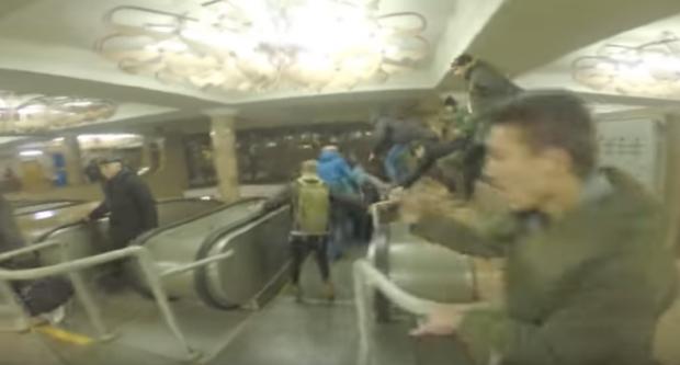 «Против метро по 8 гривен»: подросткам, которые прыгали через турникеты, грозит тюрьма (видео)