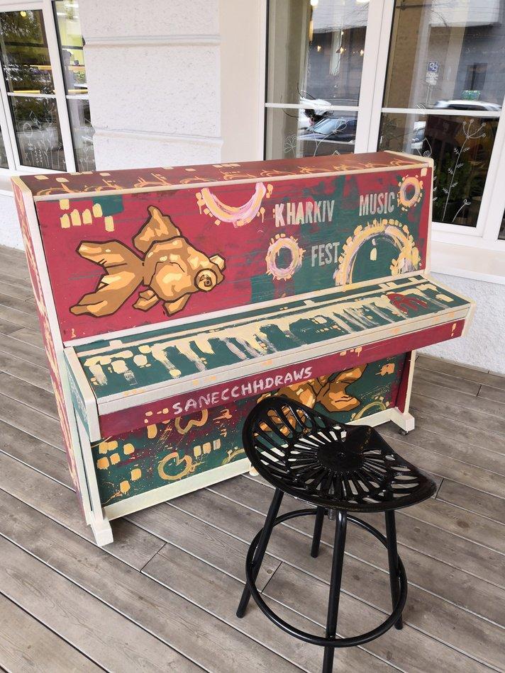 10 фортепіано встановили на вулицях
