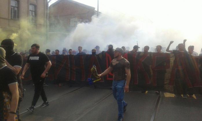 Харківські ультрас заспівали на вулиці свою знамениту пісню про Путіна (ФОТО, ВІДЕО)
