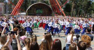 Самый массовый гопак: в Харькове установили рекорд