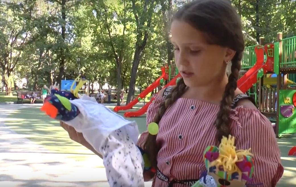 """""""Зайка змінить світ!"""": 10-річна дівчинка з Балаклії створила іграшки аби врятувати онкохворого підлітка (відео)"""