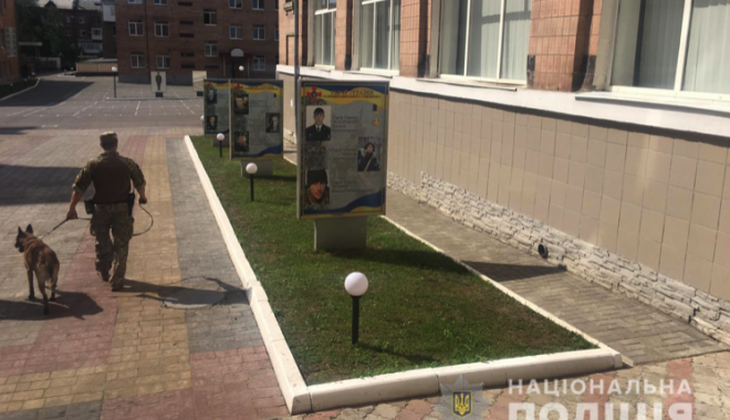"""""""Минирование"""" харьковских вузов: полиция эвакуировала 13,5 тысяч человек"""