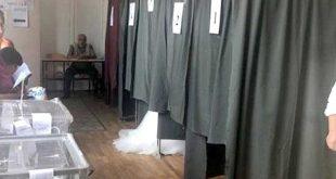 В Харькове на выборы пришла девушка в подвенечном платье