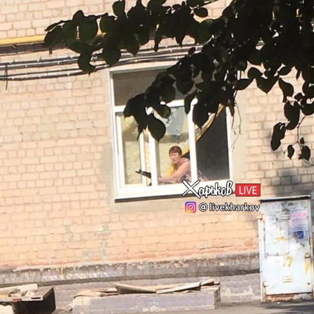 Харьковская пенсионерка угрожала детям автоматом (фото)