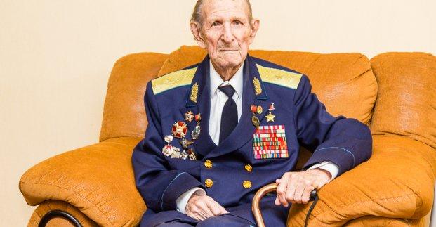 В Харькове поздравили героя