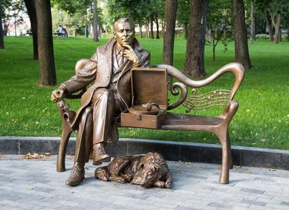 В Харькове появился памятник Марку Бернесу