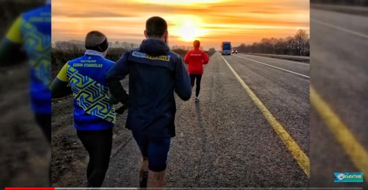 Харьковчанин пробежал 150 км до Полтавы за 15 часов: видео