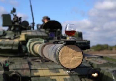 Бокалом коньяка и кружкой пива: на харьковском заводе тестировали танк