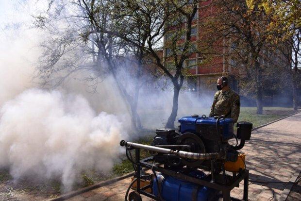 У Харкові з вірусом борються військовим генератором туману