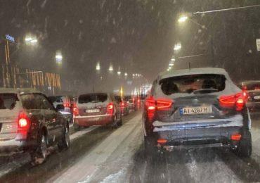 Затори у Києві — снігопад заблокував головні магістралі міста (КАРТА)