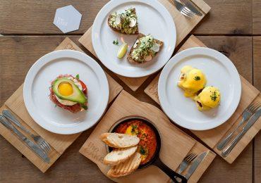 Заклади, де сніданок триває цілий день