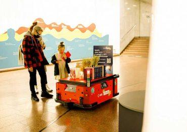 Подберет по-вкусу: в Киеве появился робот-библиотекарь