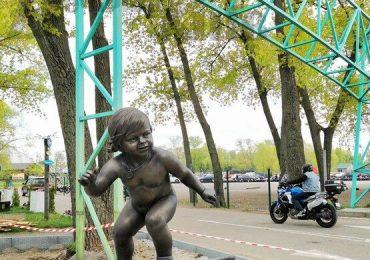 До Дня Києва в столиці з'явиться «Малюк-серфінгіст»