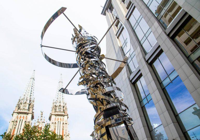 ДНК-молекула: в Киеве появилась инсталляция итальянского архитектора