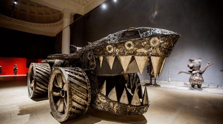 В Киеве на ВДНГ проходит выставка стальных фигур: что можно посмотреть