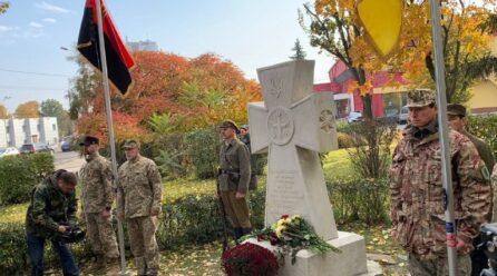 В Киеве открыли памятный знак защитникам Украины: фото